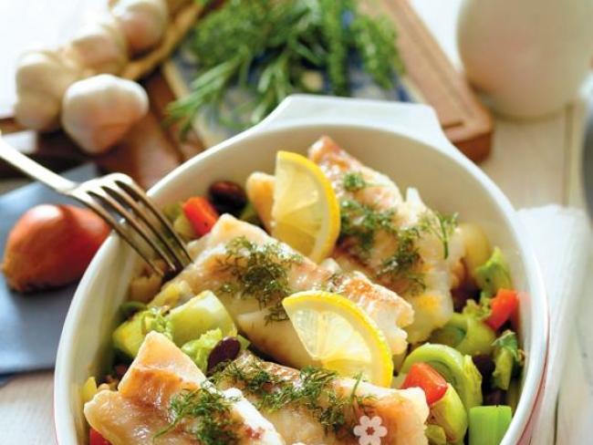 mintaj pieczony z warzywami